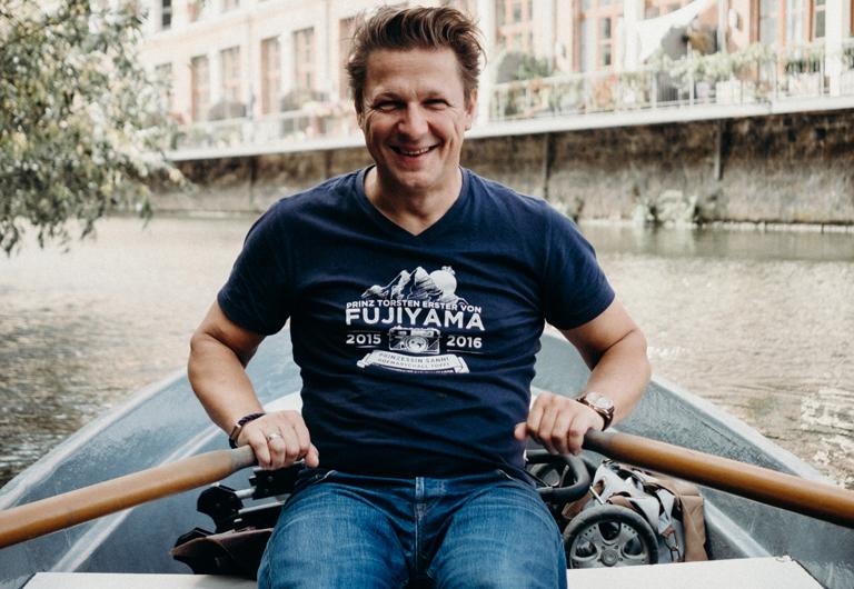 Torsten Kellermann zur Abwechslung vor der Kamera bei einer Bootstour
