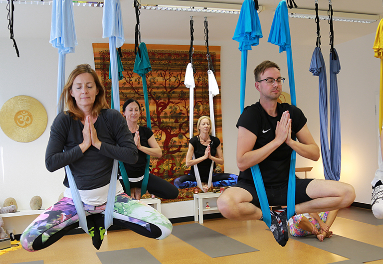 Entspannung beim Hänge-Yoga in Hoyerswerda