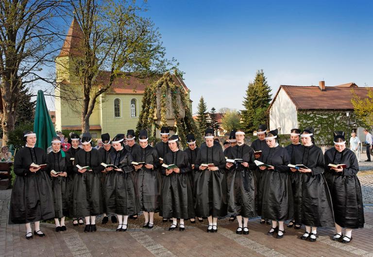 Hoyerswerda-Schwarzkollm-Krabat-Brauchtumsgruppe-Ostersingen-Kantorka-sorbischer-Brauch